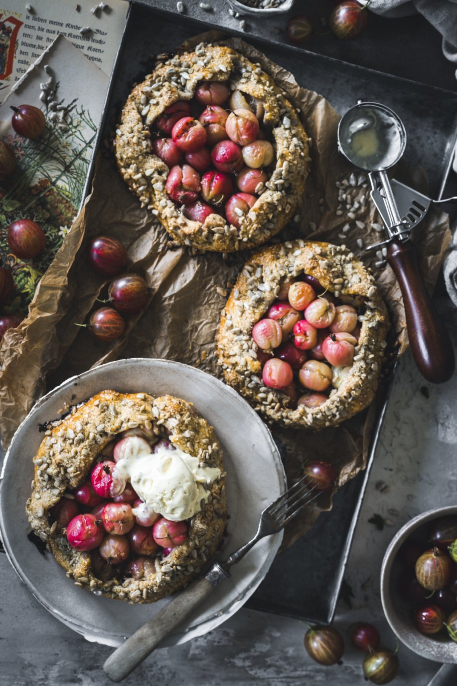 Mini Crostata mit Stachelbeeren