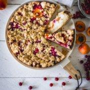 Saftiger Quark Kuchen mit Sommerbeeren