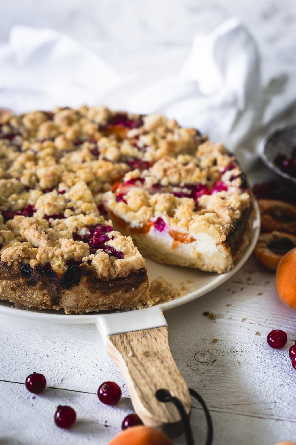 Quark Kuchen mit Obst und Streuseln