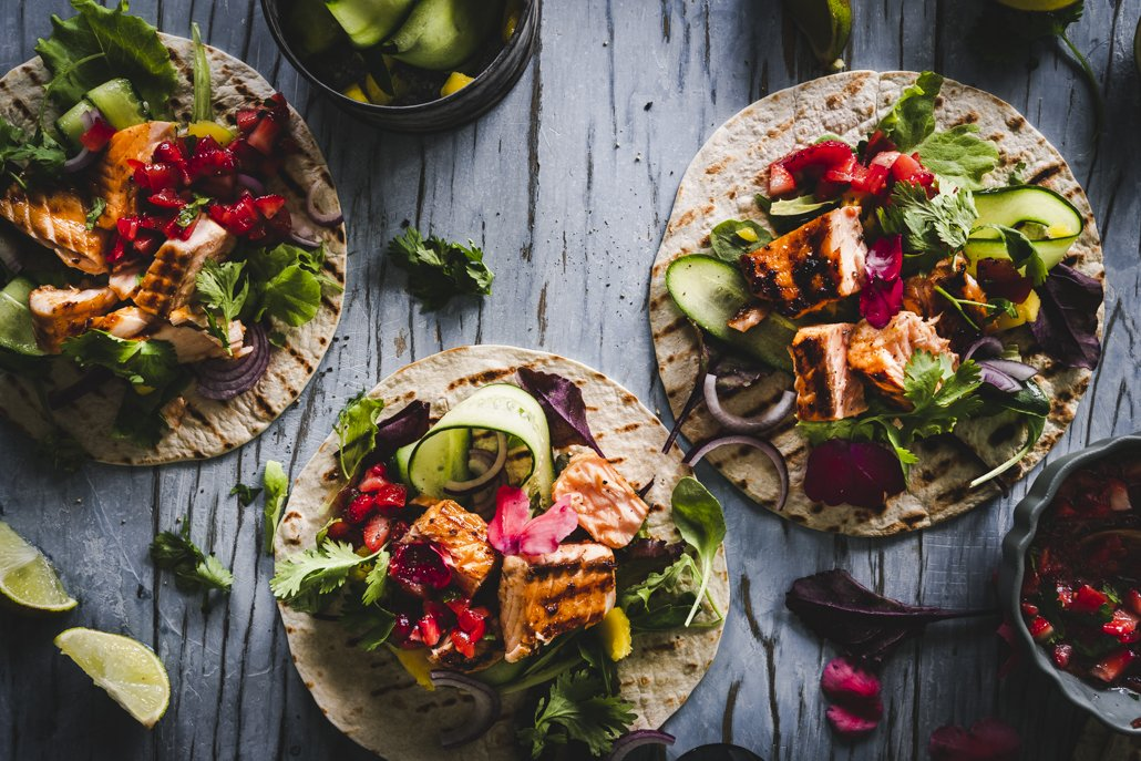 Tacos mit Lachs und Salsa