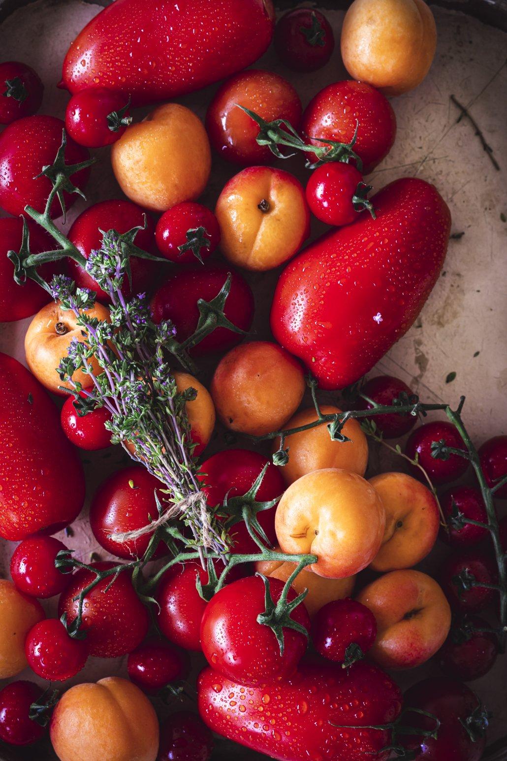 Tomaten und Aprikosen